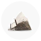 Thee in zijden piramides